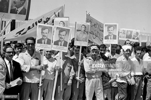 Partisans du président Hafez elAssad lors d'une conférence tripartite à Damas le 18 aout 1971 Syrie