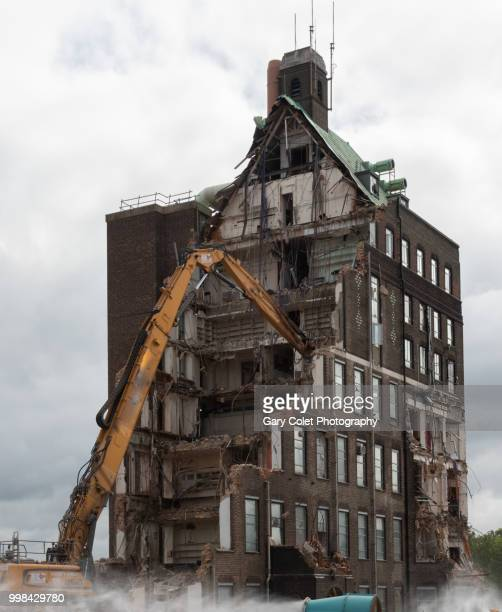 partly demolished large building and mechanical arm - gary colet stock pictures, royalty-free photos & images
