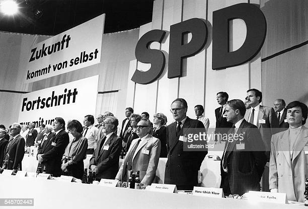 Party conference in Muenster: the party executive committee commemorating the victims of the air show disaster in Ramstein, from right are Anke...
