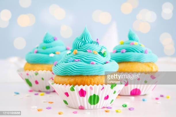 パーティーカップケーキ - カップケーキ ストックフォトと画像