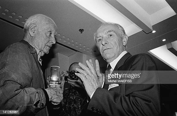 Party for photographer Robert Doisneau s 80th birthday at the Fnac with photographer Henri Cartier Bresson on April 9 1992 in Paris France