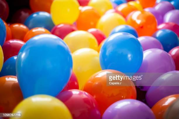 party - fêtes avec ballons - birthday balloons - fotografias e filmes do acervo