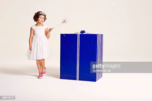 party girl walking around present - happybirthdaycrown stock pictures, royalty-free photos & images