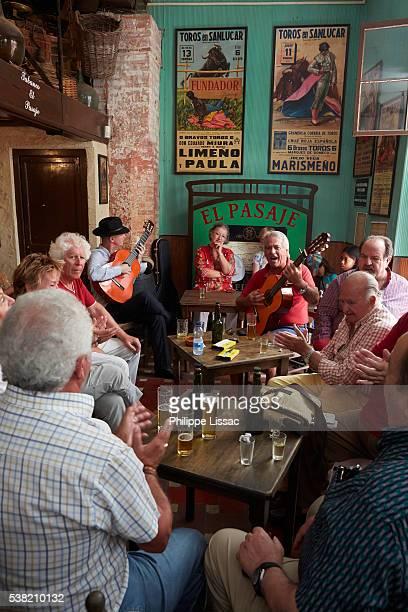 party in a bar in jerez de la frontera - jerez de la frontera fotografías e imágenes de stock