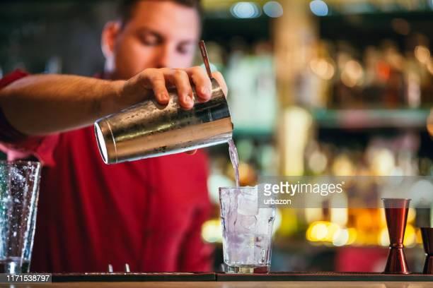 party im glas - wasserform stock-fotos und bilder