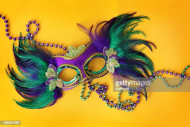 Fiesta de la máscara en amarillo