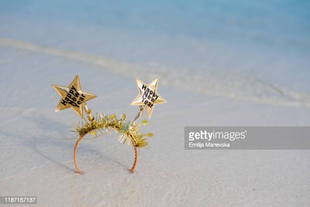 party tiara with happy new year on it - coroa enfeite para cabeça - fotografias e filmes do acervo