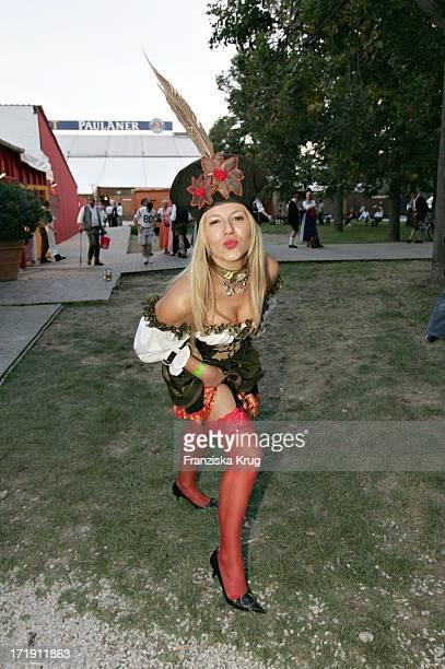 Partygirl Davorka Tovilo Geht Über Das Oktoberfest In München Am 180904