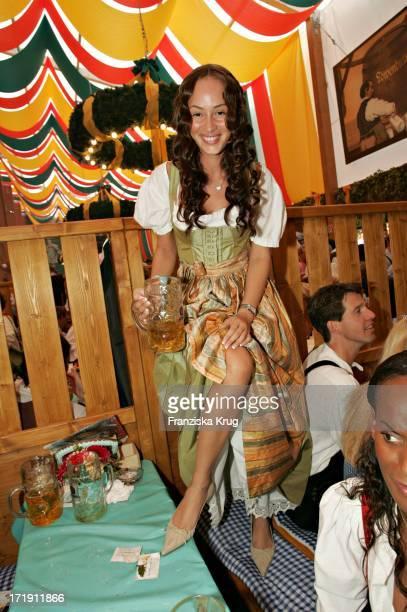 Partygirl Heydi Nunez Gomez Bei 'Frühstück Bei Tiffany' In Der Schützenhalle Auf Dem Oktoberfest In München Am 180904