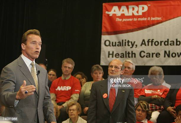 Pasadena, UNITED STATES: California Governor Arnold Schwarzenegger and Bill Novelli, CEO of Association for the Advancement of Retired Persons hold a...