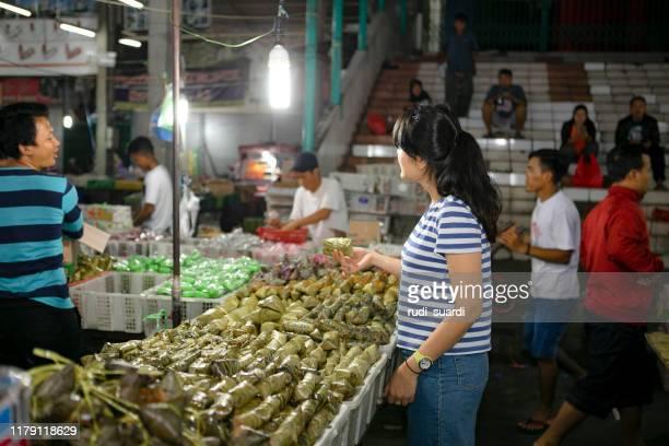 パサール・セネン、ジャカルタ・インドネシアの有名な伝統的市場 - ジャカルタ ストックフォトと画像