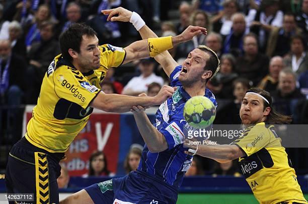 Pascal Hens of Hamburg is challenged by Zarko Sesum and Ivan Cupic of Rhein-Neckar Loewen during the Toyota Bundesliga handball game between HSV...