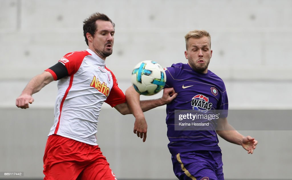 Pascal Koepke of Aue challenges Sebastian Nachreiner of Regensburg during the Second Bundesliga match between FC Erzgebirge Aue and SSV Jahn Regensburg at Sparkassen-Erzgebirgsstadion on October 22, 2017 in Aue, Germany.