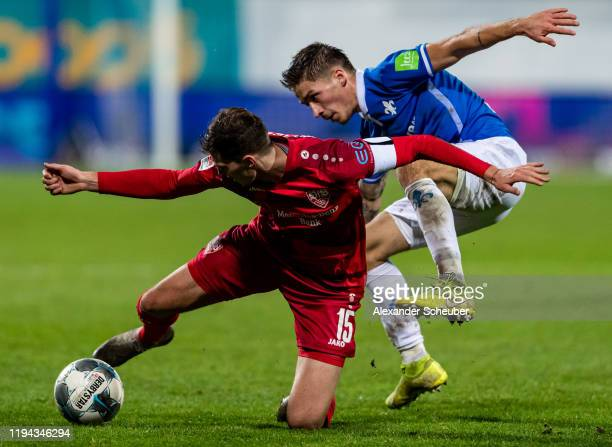 Pascal Stenzel of Stuttgart aa Marvin Mehlem of Darmstadt during the Second Bundesliga match between SV Darmstadt 98 and VfB Stuttgart at...