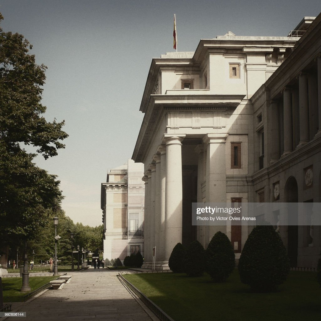 Paseo del Prado Boulevard and the Prado Museum in Madrid, Spain : Foto de stock