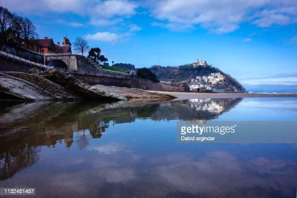 Paseo por la playa de la concha de San Sebastián en marea baja