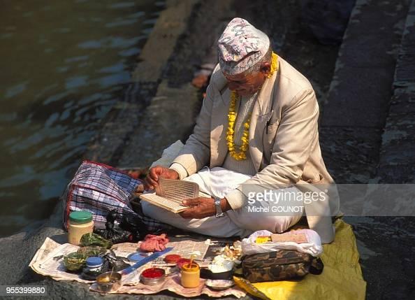 Pashupatinath Est La Ville Sainte De L U0026 39 Hindouisme Dans La Vall U00e9e De    News Photo
