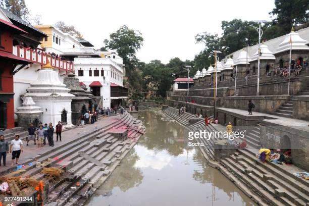 pashupatinath tempel und die verbrennung ghats in kathmandu, nepal - autopsy stock-fotos und bilder