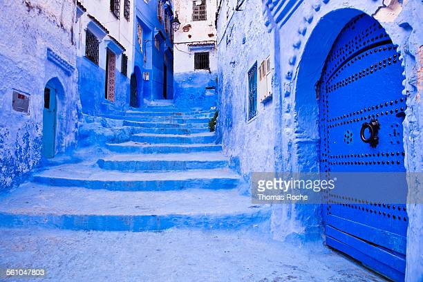 passage in chefchaouen - chefchaouen photos et images de collection