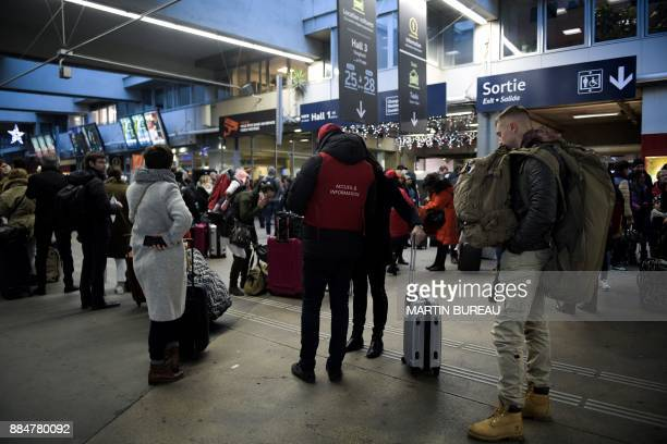 Passangers wait inside the Montparnasse train station in Paris on December 3 as rail traffic was interrupted due to technical reasons / AFP PHOTO /...