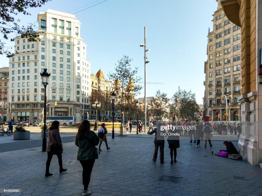 passeig de gracia gran via barcelona poor walking : Stock Photo