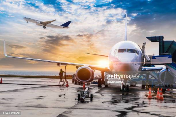 passenger airplane getting ready for flight - aeroplane stock pictures, royalty-free photos & images