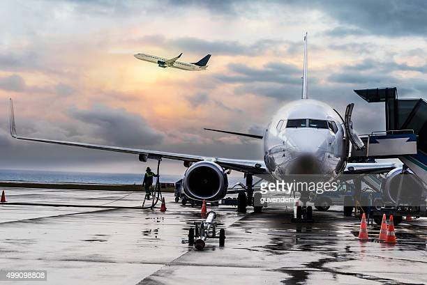 passenger airplane getting ready for flight - aircraft stock photos and pictures