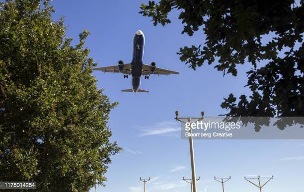 passenger airplane landing at airport - climate change stock pictures, royalty-free photos & images