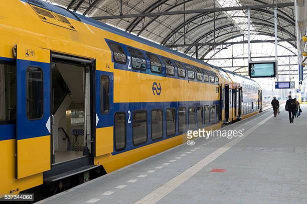 passenger train of the dutch railways (ns) at zwolle station - station stock pictures, royalty-free photos & images