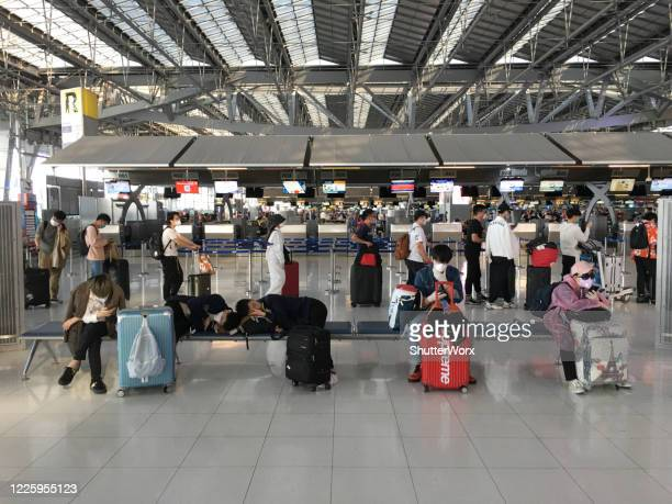 passengers at suvarnabhumi airport in bangkok thailand during the covid-19 pandemic - suvarnabhumi airport stock pictures, royalty-free photos & images