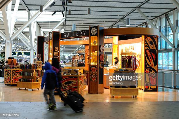 passengers at vancouver international airport - vancouver international airport stock pictures, royalty-free photos & images