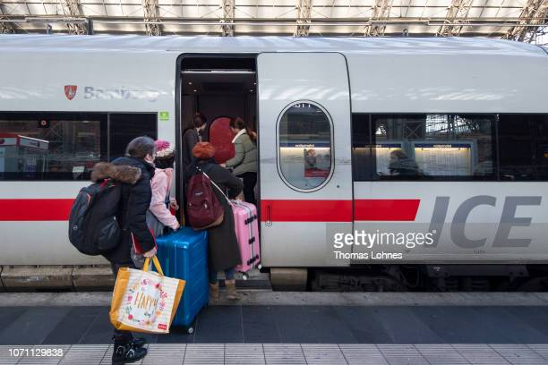 Passengers board a ICE train at central station shortly after a strike by Deutsche Bahn workers on December 10 2018 in Frankfurt/Main Germany The...
