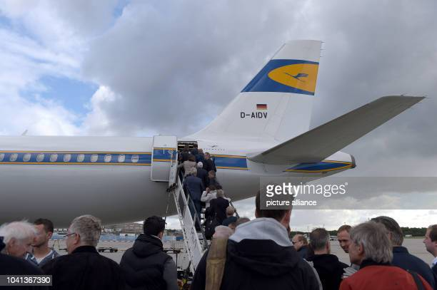 Passengers board a Lufthansa Airbus A321 in Frankfurt/MainGermany 06 September 2015 Pilots announced another round of strike actions at Lufthansa...