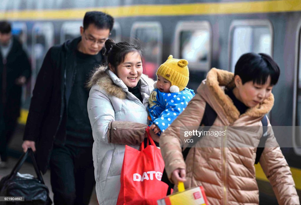 Travel Peak Appears At End Of Chinese Spring Festival Holiday : News Photo