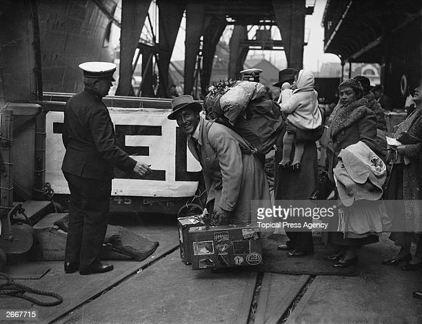 Passengers boarding the Cunard White Star Liner Queen Mary at Southampton before her maiden voyage to New York