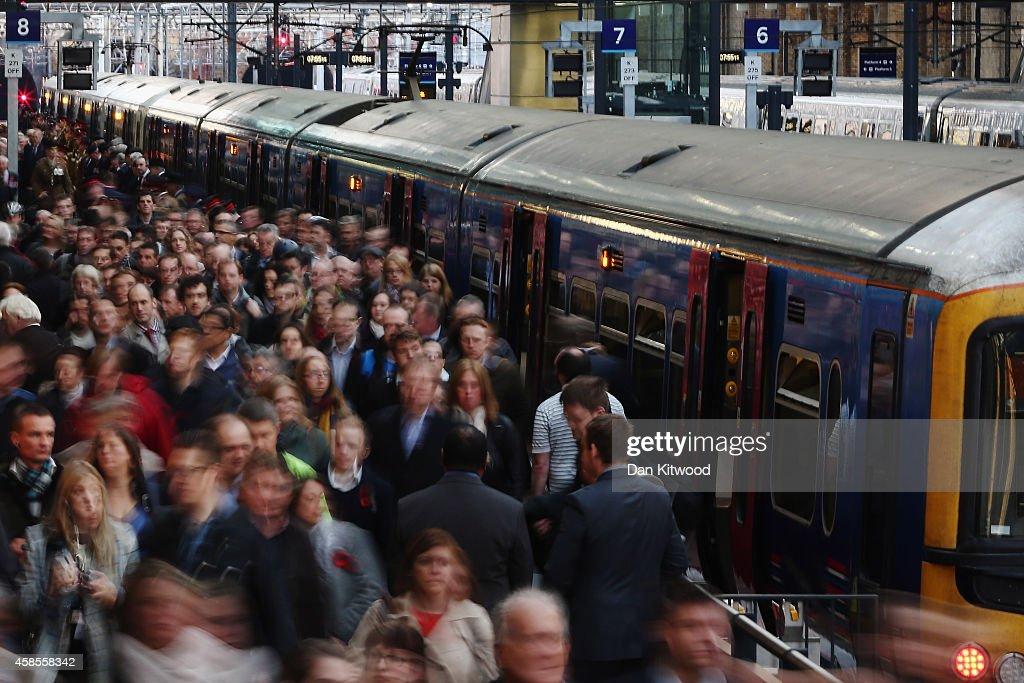 Rush Hour At King's Cross Train Station : News Photo