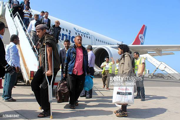 Passengers disembark from a Yemenia aircraft coming from Jordan on May 5 2016 at the International Airport of the southern port city of Aden as it is...