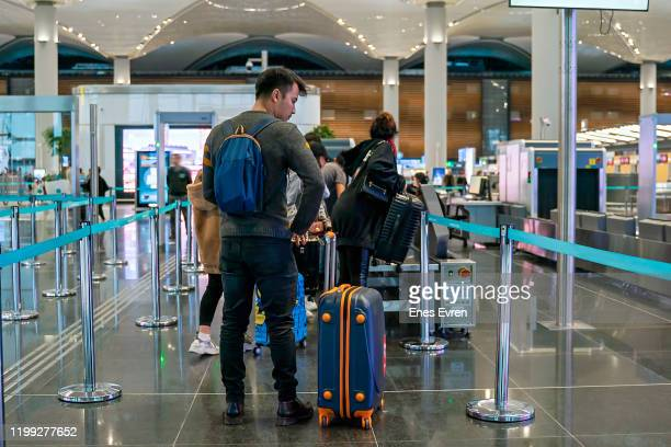 passengers going trough security check at the airport - emigration and immigration stock pictures, royalty-free photos & images