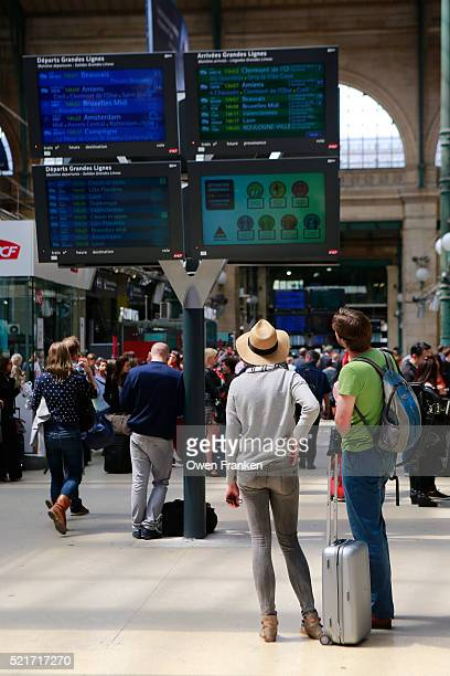 passengers looking at departure information board, gare du nord train station, paris - gare du nord stock pictures, royalty-free photos & images