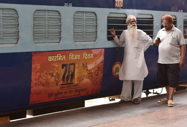 IND: Vinyl Poster Wrapped Train To Honour Bravery Of Armymen During Kargil War