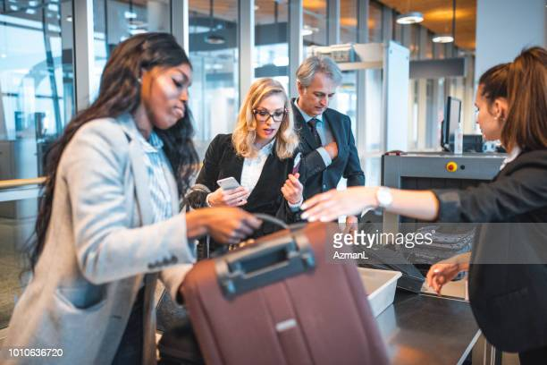 passengers standing by security scanner at airport - security scanner stock pictures, royalty-free photos & images