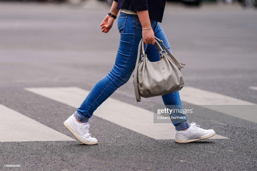 Street Style In Paris - July 2020 : Photo d'actualité
