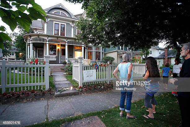 Passersby take in the makeshift memorial for Robin Williams on August 11 2014 in Boulder Colorado The exterior of the house was used in the opening...