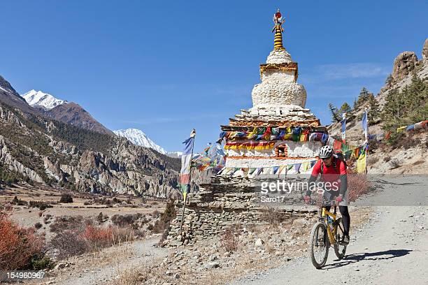 Überqueren Sie eine kleine stupa, Nepal