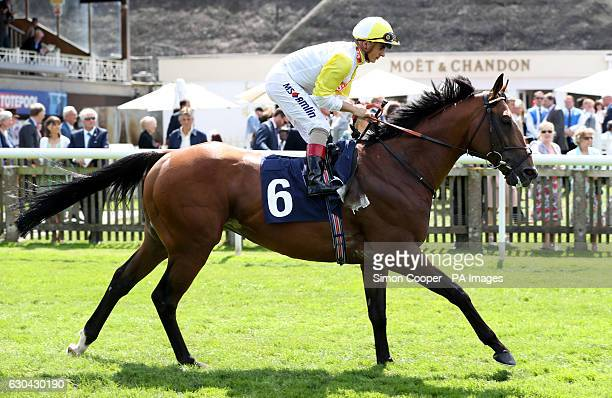 Passing Star ridden by Andrea Atzeni goes to post