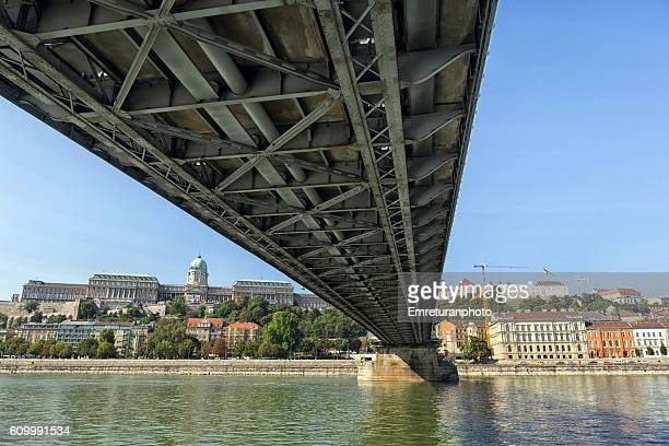 passing under the chain bridge - emreturanphoto stock pictures, royalty-free photos & images