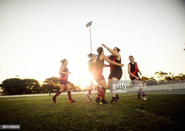 leidenschaft muss keine vor-und nachsaison - super rugby stock-fotos und bilder