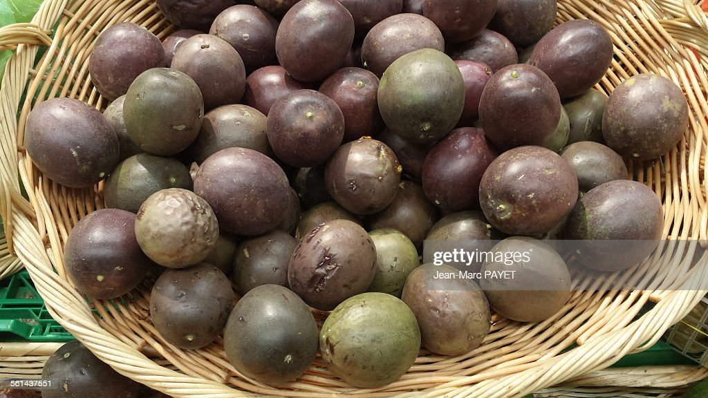 Passion fruit in a wicker basket. : Photo