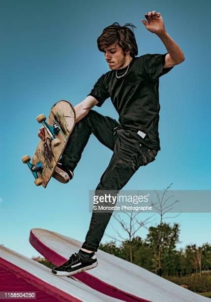 passion of skateboard 2 - ハーフパイプ ストックフォトと画像