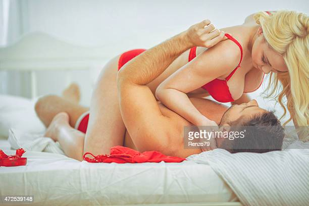 passionate couple - erotiek stockfoto's en -beelden